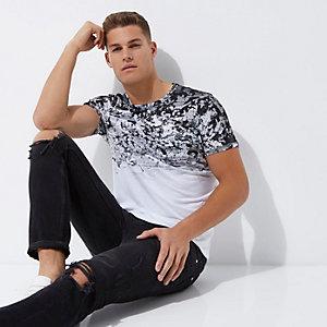 T-shirt ajusté à imprimé camouflage blanc délavé