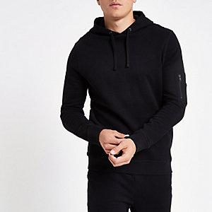 Schwarzer Hoodie mit Reißverschluss am Ärmel