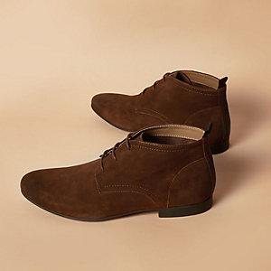 Hellbraune Chukka-Stiefel aus Wildleder
