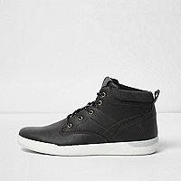 Schwarze, perforierte Sneaker