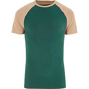 T-shirt ajusté vert à manches raglan