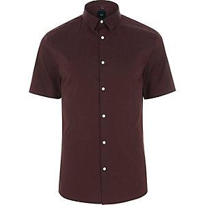 Bordeauxrood aansluitend overhemd met korte mouwen