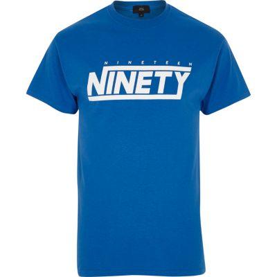 Blauw T-shirt met nineteen ninety'-print en ronde hals