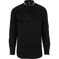 Chemise ajustée noire à col brodé