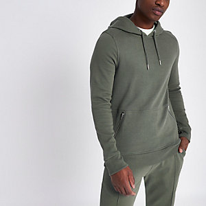 Dunkelgrüner Hoodie mit Reißverschlusstasche in Muscle Fit