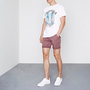 Chino-Shorts in Beerenrot mit Rollraum