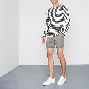 Chino-Shorts in Khaki mit Rollsaum