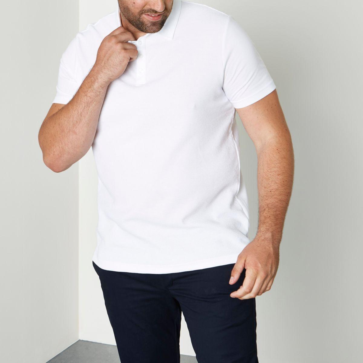 Weißes Polohemd mit Waffelstruktur