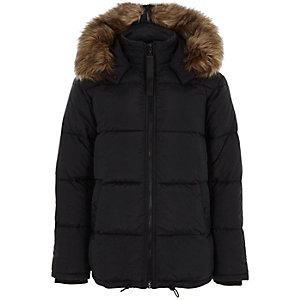 Manteau matelassé noir à capuche bordée de fausse fourrure