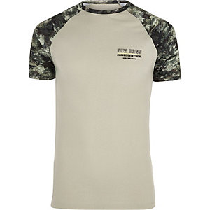 Steingraues Muscle Fit T-Shirt mit Camouflage-Muster