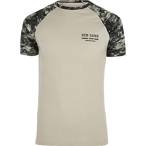 Stone muscle fit camo print raglan T-shirt