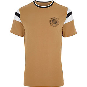 T-shirt marron imprimé «Midnight» sur la poitrine à liseré