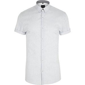 Weißes, gestreiftes Muscle Fit Kurzarmhemd