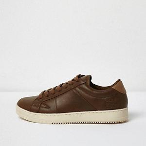 Bruine sneakers met veters