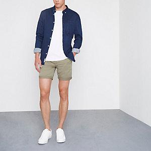 Steingraue Chino-Shorts mit Rollsaum