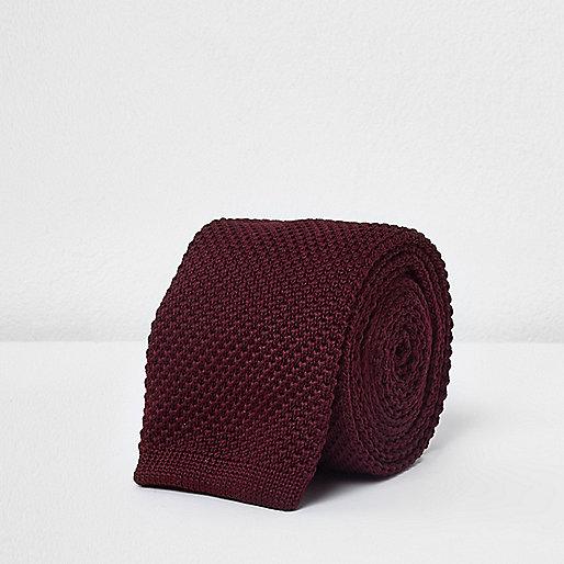 Dark red knitted tie