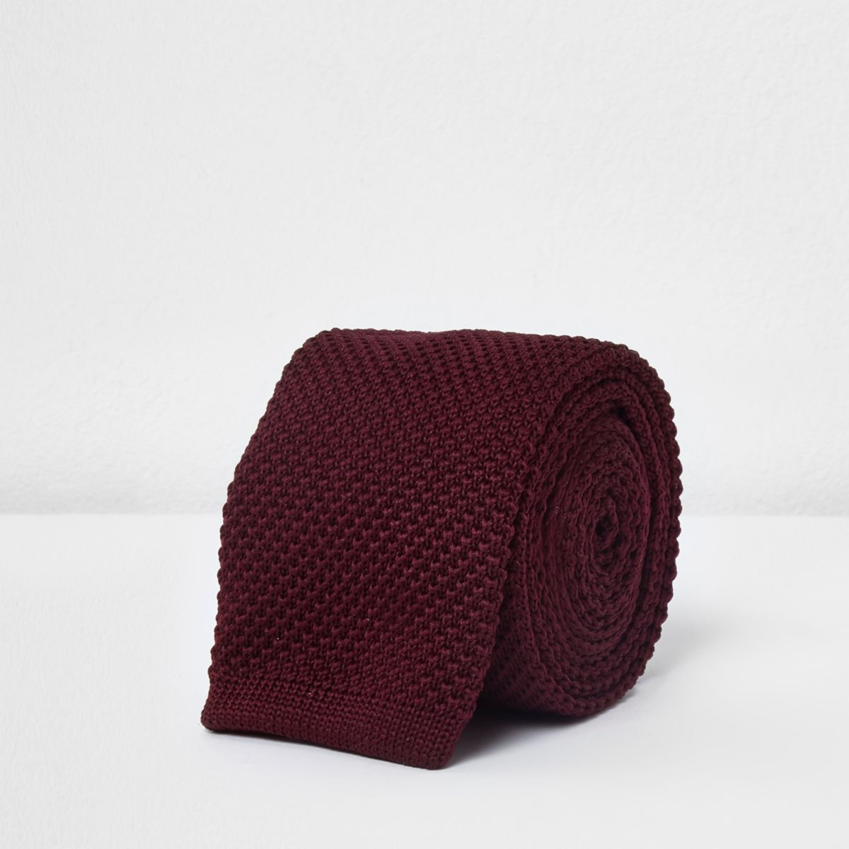 Dark red knitted tie