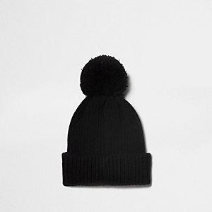 Bonnet en maille côtelée noire à pompon