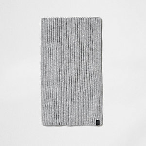 Light grey ribbed knit scarf