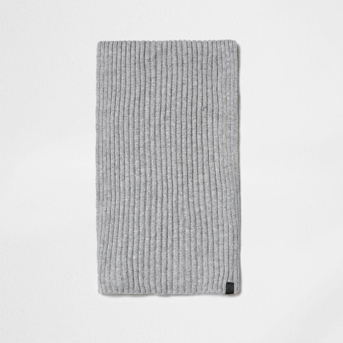 Light grey ribbed knit scarf