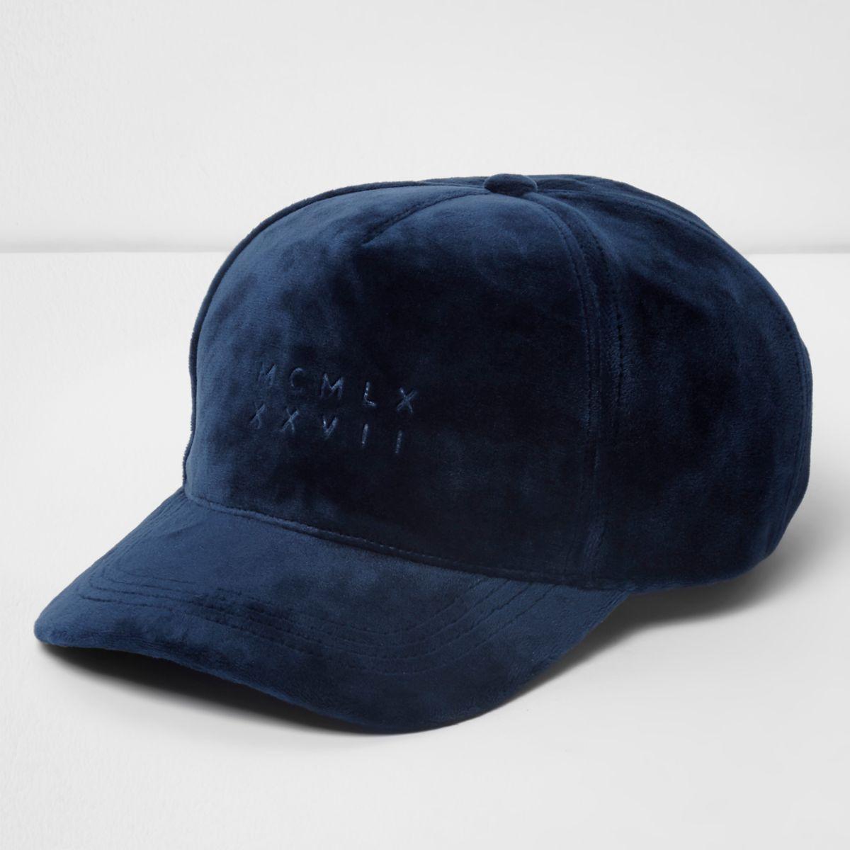 Blaue, samtige Baseballkappe