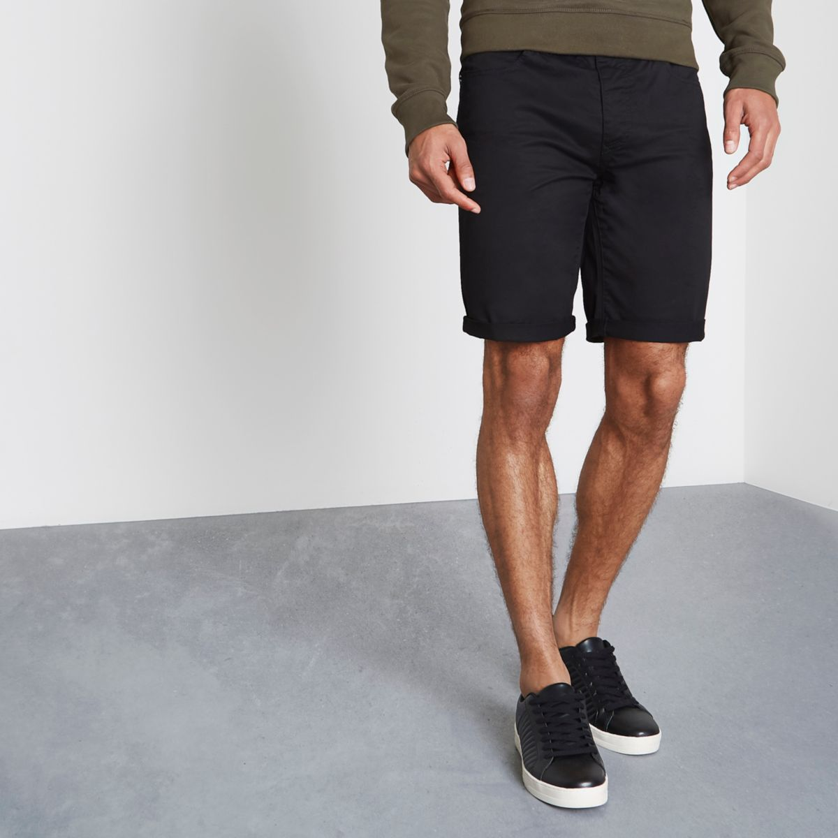 Schwarze Slim Fit Shorts