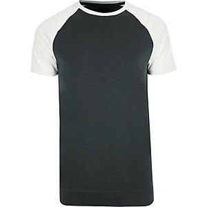 Groen slim-fit T-shirt met korte raglanmouwen