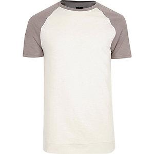 Crème slim-fit T-shirt met korte raglanmouwen