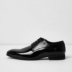 Chaussures vernies noires à motif en relief et lacets