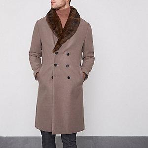 Hellbrauner, eleganter Mantel mit Kunstfellkragen