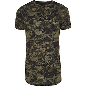 Groen aansluitend T-shirt met camouflageprint