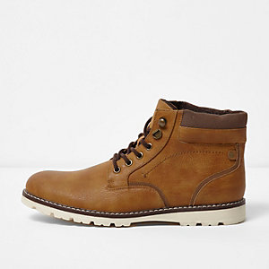 Tan warm lined lace-up boots