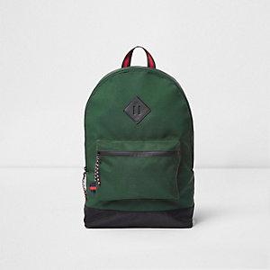 Grüner Rucksack mit Vordertasche