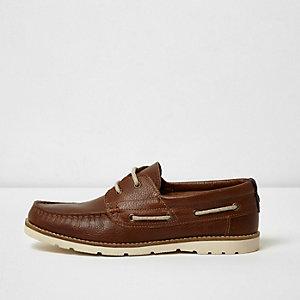Chaussures bateau en cuir marron fauve avec semelle en caoutchouc