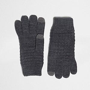 Graue Handschuhe mit Wafflestruktur