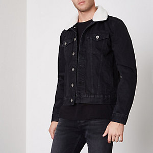 Schwarze Jeansjacke mit Fellfutter