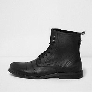Schwarze Schnürstiefel aus Leder im Used-Look