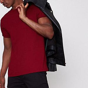 T-shirt rouge à manches courtes et poche poitrine