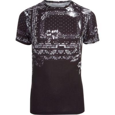 Zwart gebloemd aansluitend T-shirt met bandanaprint
