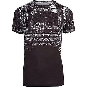 T-shirt ajusté noir imprimé bandana à fleurs