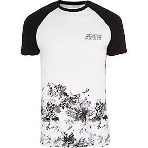 T-shirt raglan ajusté blanc avec ourlet à fleurs