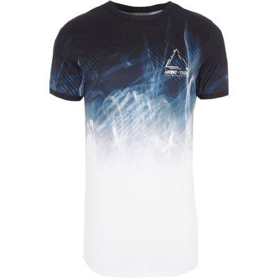 Blauw aansluitend T-shirt met abstracte print en kleurverloop
