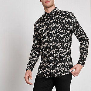 Schwarzes Muscle Fit Hemd mit Print