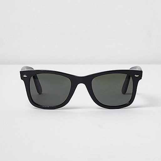 Black retro style green lens sunglasses