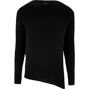 Zwarte aansluitende gebreide pullover met asymmetrische zoom
