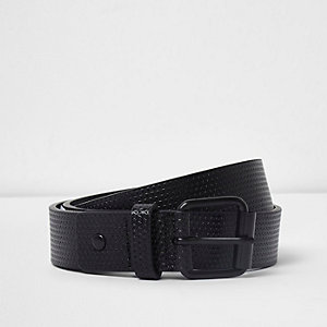 Black textured skinny buckle belt