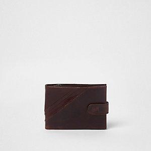 Donkerbruine leren portemonnee met lipje en drukknoop