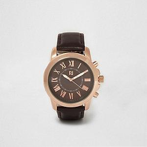 Montre ronde façon or rose à bracelet marron foncé