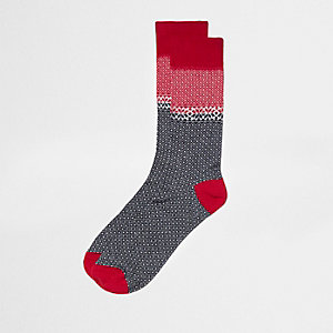 Rote Sneakersocken im Fairisle-Design