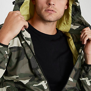 Jack & Jones – Dunkelgrüne Jacke mit Camouflage-Muster